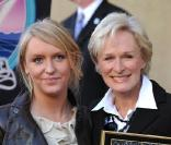 Glenn Close et sa fille Annie le 12 janvier 2009 pour honorer son étoile sur le Boulevard of Fame à Hollywood