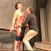 Stéphane Plaza tout nu sur scène après avoir retiré son string : Il assume !