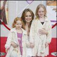 Melora Hardin et ses deux filles. Elles doivent être complètement accro à Hannah Montana... et à leur maman bien sûr !