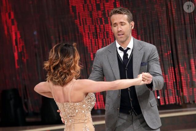 """Ryan Reynolds et Samantha Togni lors de l'émission """"Danse avec les stars"""" à Rome, le 5 mai 2018."""