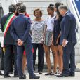 La première dame des Etats-Unis Michelle Obama, ses filles Malia et Sasha et sa mère Marian Robinson à leur accueil par Luigi Brugnaro et Luca Zaia lors de leur arrivée en avion à l'aéroport de Venise, le 19 juin 2015.