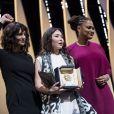 Samal Yeslyamova reçoit le prix de la meilleure actrice pour le film 'Ayka' (The Little One) des mains de Ava DuVernay, membre du jury et Asia Argento - Cérémonie de clôture du 71ème Festival International du Film de Cannes le 19 mai 2018. © Borde / Moreau / Bestimage