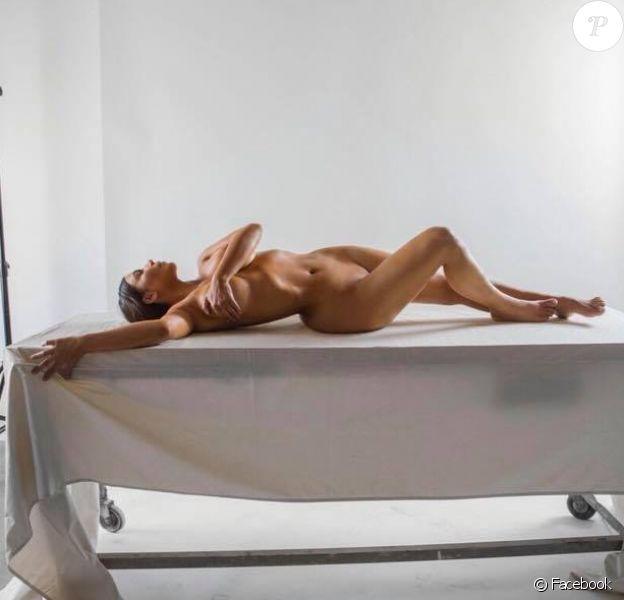 Kim Kardashian, nue pour concevoir le flacon du parfum KKW BODY.