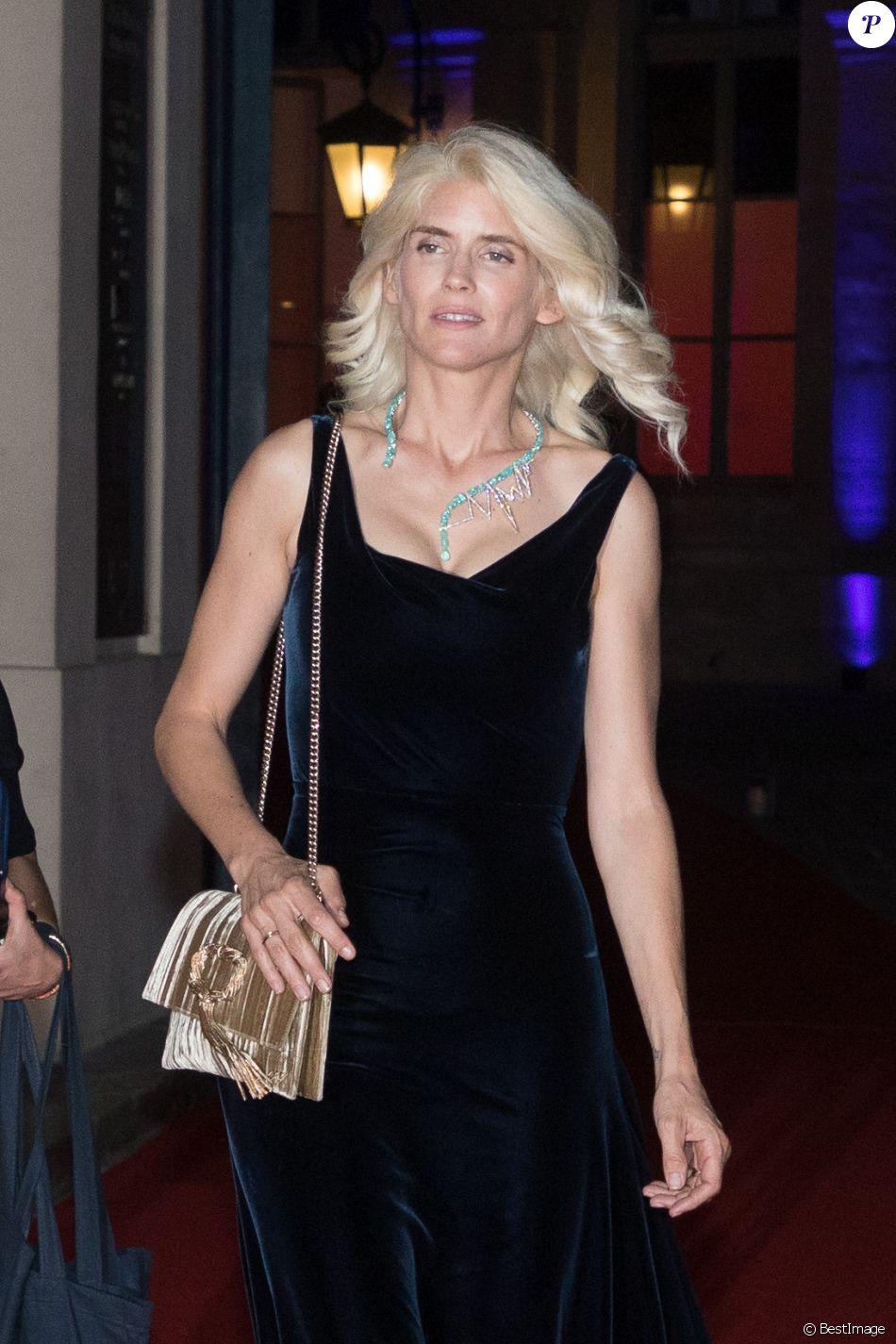 """Exclusif - Alice Taglioni (blonde platine) - Dîner de charité """"Paramour"""" organisé par LINK Fonds de dotation contre le Sida à l'hôtel d'Evreux à Paris, France, le 27 mai 2018."""
