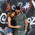 Exclusif - Nabilla Benattia et son compagnon Thomas Vergara s'embrassent et posent en couple contre des murs tagués pour un photoshoot à Miami, le 13 mars 2018.