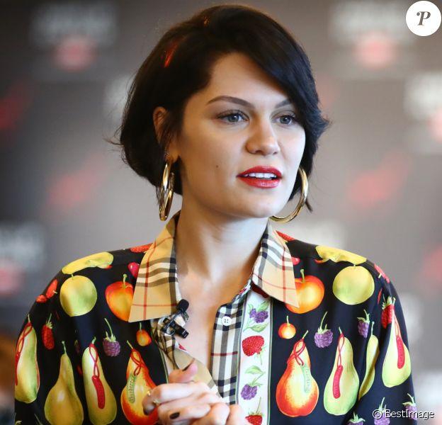 """Jessie J participe à une conférence de presse pour la marque """"Make Up For Ever"""" au Ginza Six à Tokyo, le 19 juillet 2017."""