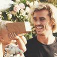 Antoine Griezmann et sa fille Mia le 7 novembre 2017 sur Instagram.