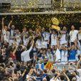 L'équipe de Castres avec son Bouclier de Brennus - Castres sacré champion de France face à Montpellier lors de la finale du Top 14 français au Stade de France à Paris, le 2 juin 2018. © Pierre Perusseau/Bestimage