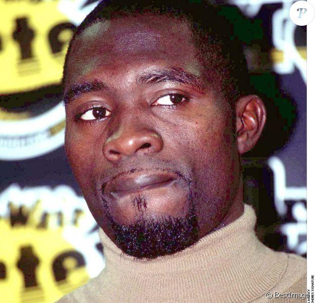 Marc-Vivien Foé à Londres en 1999.