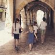 Elodie Gossuin et ses enfants, le 24 avril 2018 en Catalogne.