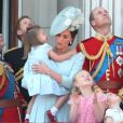 """Meghan Markle, duchesse de Sussex, le prince Harry, duc de Sussex, Kate Catherine Middleton, duchesse de Cambridge, le prince William, duc de Cambridge, la princesse Charlotte, Savannah Phillips, le prince George - Les membres de la famille royale britannique lors du rassemblement militaire """"Trooping the Colour"""" (le """"salut aux couleurs""""), célébrant l'anniversaire officiel du souverain britannique. Cette parade a lieu à Horse Guards Parade, chaque année au cours du deuxième samedi du mois de juin. Londres, le 9 juin 2018."""