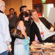 John Schneider signe des autographes. Los Angeles, le 4 janvier 2014.