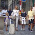 L'infante Cristina d'Espagne et son mari Inaki Urdangarin avec leurs enfants Juan Valentin, Pablo Nicolas, Miguel et Irene à Geneve en Suisse à la rentrée 2013.