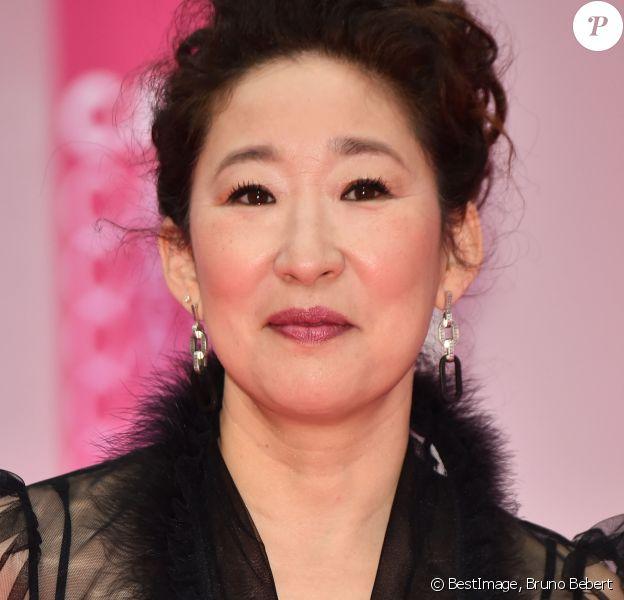 """Sandra Oh durant le """"Pink Carpet"""" des séries """"Killing Eve"""" et """"When Heroes Fly"""" lors du festival """"Canneseries"""" à Cannes, le 8 avril 2018. © Bruno Bebert/Bestimage"""