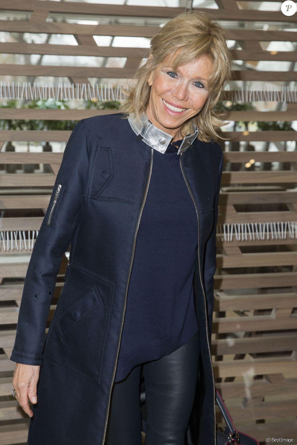 """Brigitte Macron - People en Backstage et Front Raw du défilé de mode prêt-à-porter automne-hiver 2016/2017 """"Vuitton"""" à Paris le 9 mars 2016. © Olivier Borde/Bestimage"""