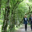 Le Président de la République Emmanuel Macron et la première dame Brigitte Macron vont déjeuner dans les jardins du château de Ferney-Voltaire, à l'occasion de l'inauguration de ce dernier, après deux ans de rénovation. Le 31 mai 2018. © Stéphane Lemouton / Bestimage