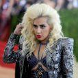 """Lady Gaga - Soirée Costume Institute Benefit Gala 2016 (Met Ball) sur le thème de """"Manus x Machina"""" au Metropolitan Museum of Art à New York, le 2 mai 2016."""