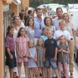 La famille royale espagnole pose pour le 40e anniversaire de Letizia d'Espagne à Palma de Majorque, en août 2011.