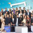 """Cyril Hanouna et sa nouvelle équipe de chroniqueurs pour la saison 2017/2018 dans """"Touche pas à mon poste"""" (C8), photo officielle."""