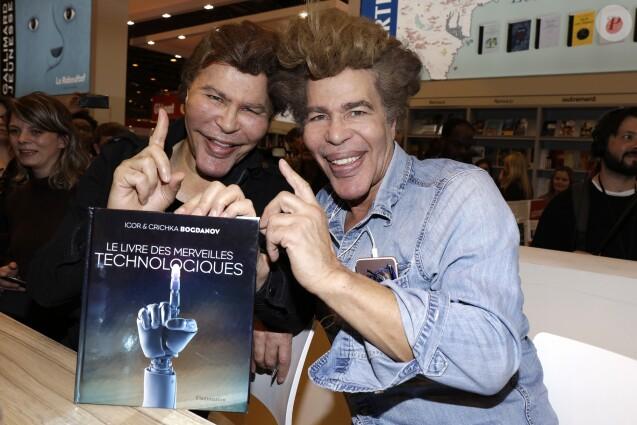 Les frères Igor et Grichka Bogdanov lors de la 37ème édition du Salon du livre au parc des expositions, à la porte de Versailles, à Paris, France, le 26 mars 2017. © Cédric Perrin/Bestimage