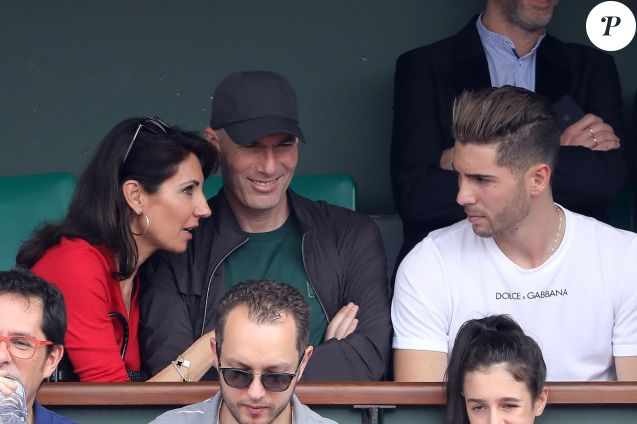 Zinedine Zidane et sa femme Veronique, Luca Zidane dans les tribunes des Internationaux de France de Tennis de Roland Garros à Paris, le 10 juin 2018. © Dominique Jacovides - Cyril Moreau/Bestimage