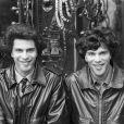En France, Igor et Grichka Bogdanoff posant le 19 avril 1979.