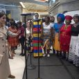 Le prince Harry, duc de Sussex et Meghan Markle, duchesse de Sussex lors de leur visite de l'exposition commémorative de la naissance de Nelson Mandela au centre Southbank à Londres le 17 juillet 2018