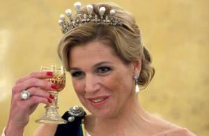 L'élégante Maxima des Pays-Bas trinque à la santé des royaux de Suède !