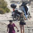 La fille de Sean Penn et Robin Wright, Dylan Penn et son petit ami Dara Shei en vacances à Ibiza, le 17 juillet 2018.