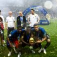 L'équipe de France sur la pelouse du stade Loujniki après leur victoire sur la Croatie (4-2) en finale de la Coupe du Monde 2018 (FIFA World Cup Russia2018), le 15 juillet 2018.