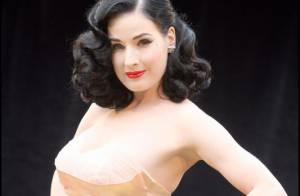 La voluptueuse et sexy Dita Von Teese persiste et signe avec... Wonderbra !