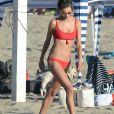 Exclusif - Alessandra Ambrosio joue au beach-volley avec des amis sur la plage à Los Angeles, le 22 juillet 2018.