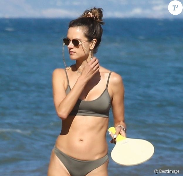 Alessandra Ambrosio et son ex fiancé J. Mazur se retrouvent pour passer une journée à la plage avec leur fille A. à Malibu, le 22 juillet 2018