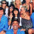 Jade et Laeticia Hallyday entourées des amis de la famille à Saint-Barthélemy, dont Yannick Noah, Isabelle Camus, Marie Poniatowski, Pierre Rambaldi et Pierre Imbert. 4 août 2018.