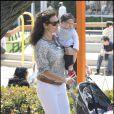 Minnie Driver et son fils Henry se sont offert une petite promenade au parc de Cross Creek à Malibu le 18 avril 2009