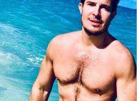 Vincent Niclo : Le chanteur, musclé, pose torse nu à la plage