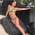 Candice Pascal en bikini sur une plage paradisiaque, le 15 août 2018.