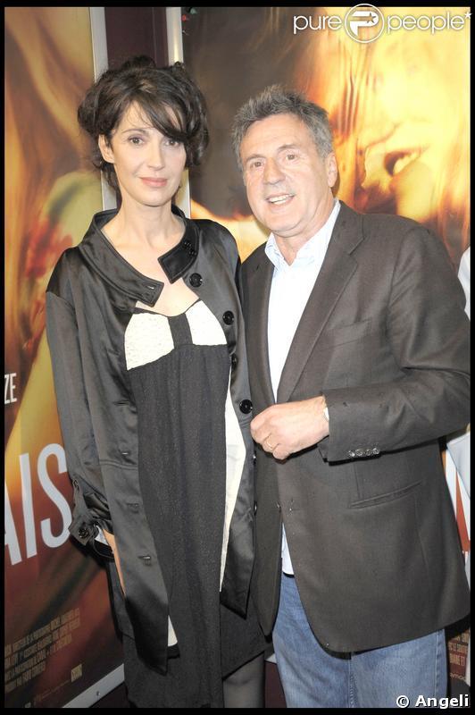 Zabou Breitman et Daniel Auteuil à la première du film Je l'aimais hier soir au Publicis des Champs-Elysées