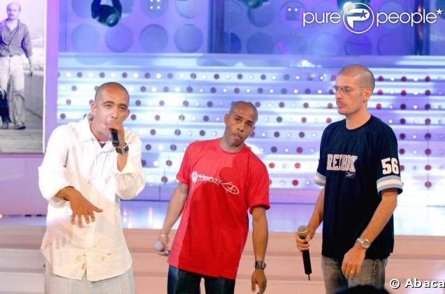 Akhenaton, Shurik'n et Freeman sur le plateau de l'émission  Vivement Dimanche , en juin 2004