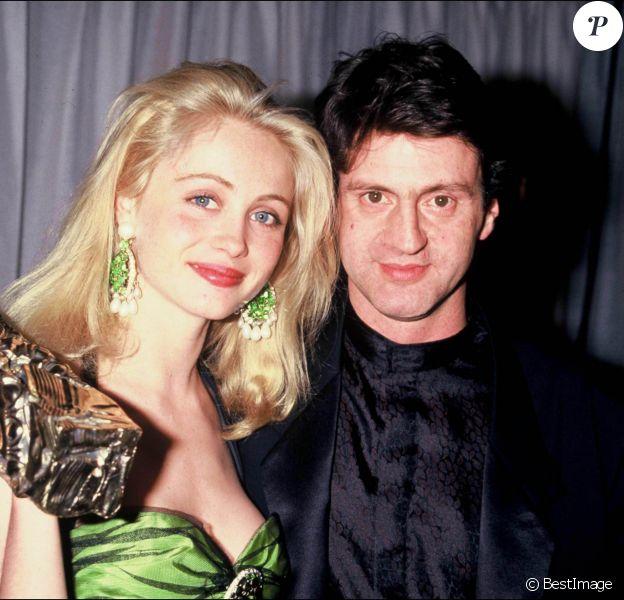 """Emmanuelle Béart et Daniel Auteuil avec leur César pour """"Manon des sources"""" à Paris le 8 mars 1987."""