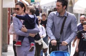 Gigi Buffon, la star de la Juventus de Turin, avec femme et enfant... en vacances au soleil !