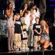 Les Spice Girls avec leurs enfants Brooklyn, Romeo, Cruz, Phoenix, Angel Iris et Beau lors de leur concert à Londres en 2007.
