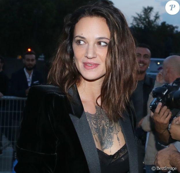 """Asia Argento - Arrivée des people au défilé de mode """"Saint Laurent"""" collection Printemps/Eté 2018 lors de la fashion week à Paris, le 26 septembre 2017."""