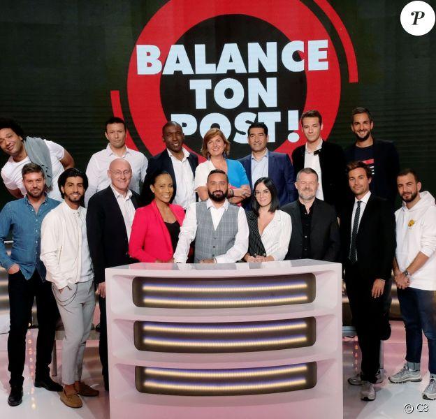 """Cyril Hanouna entouré de ses chroniqueurs dans """"Balance ton post !"""" sur C8 à partir 21 septembre 2018."""