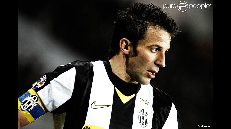 alessandro del piero portant le maillot de son quipe la juventus de turin. Black Bedroom Furniture Sets. Home Design Ideas