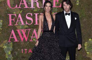 Alessandra Ambrosio officialise avec son nouveau chéri à la Fashion Week