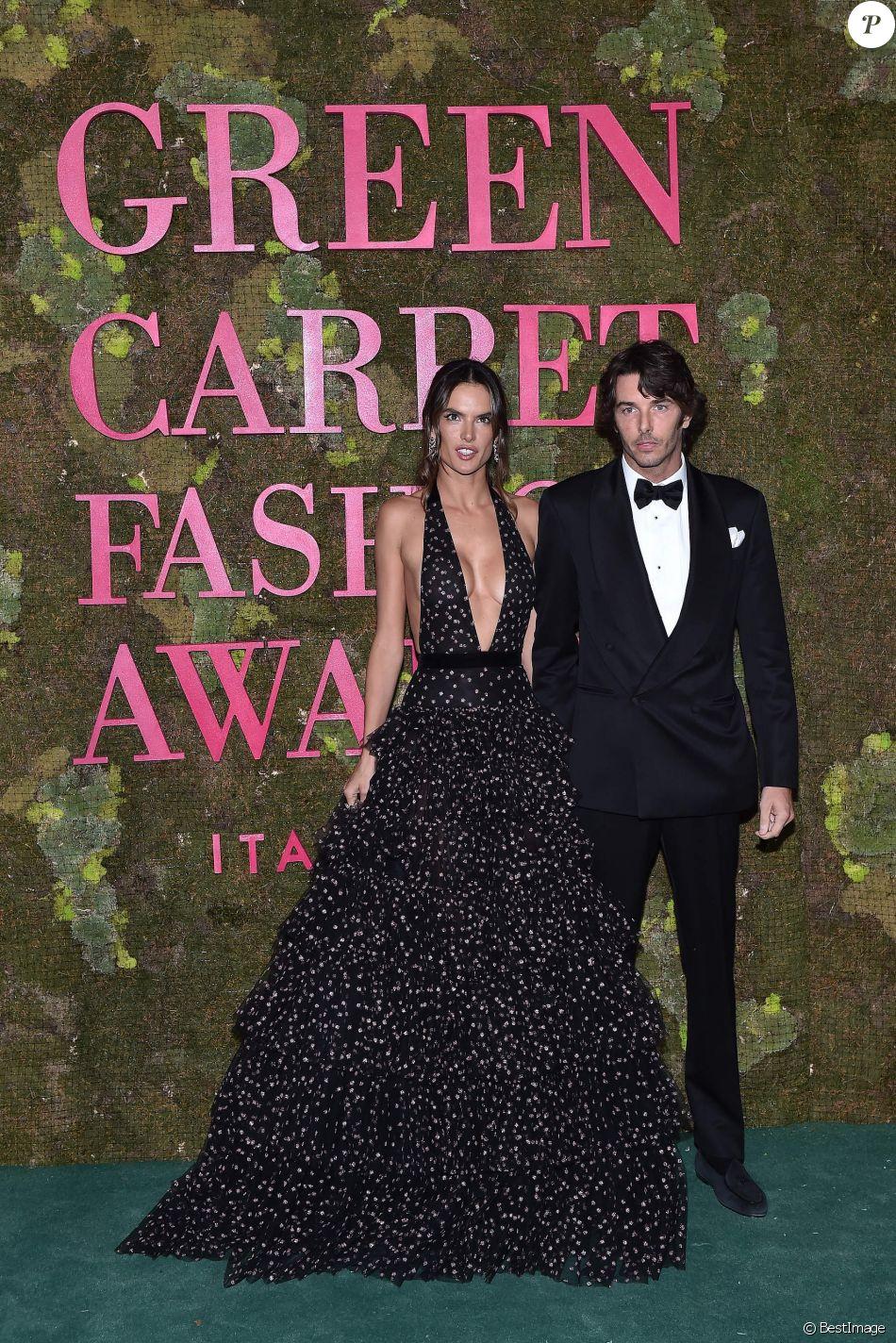 Alessandra Ambrosio et son compagnon Nicolo Oddi lors de la soirée des Green Carpet Fashion Awards au théâtre La Scala à Milan, Italie, le 23 septembre 2018.