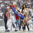 Sergio Ramos, sa femme Pilar Rubio et leurs enfants Alejandro, Sergio et Marco lors de la victoire du Real Madrid en Ligue des Champions à Madrid le 27 mai 2018