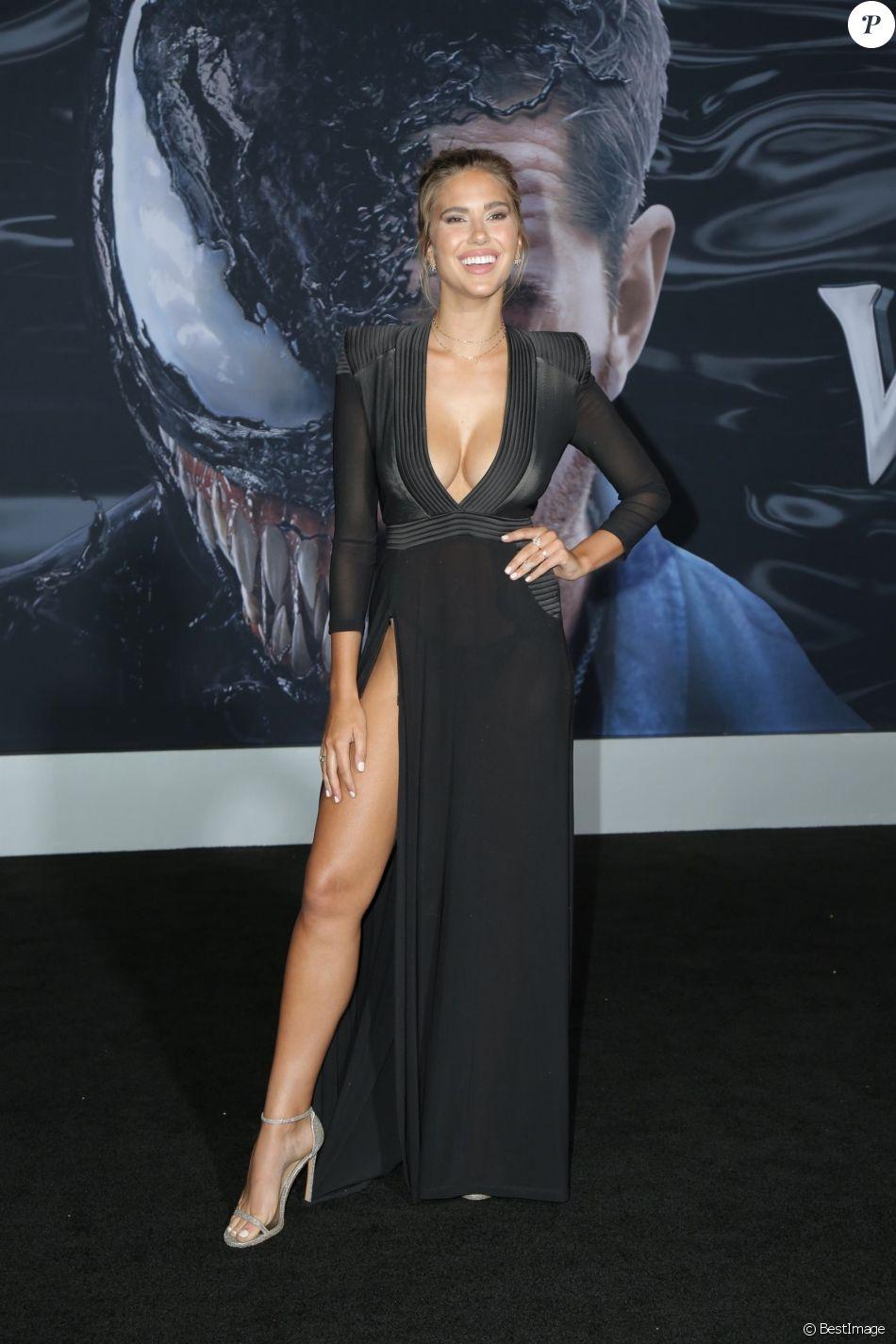 Kara Del Toro à la première de Venom au théâtre Regency Village à Westwood, le 1er octobre 2018