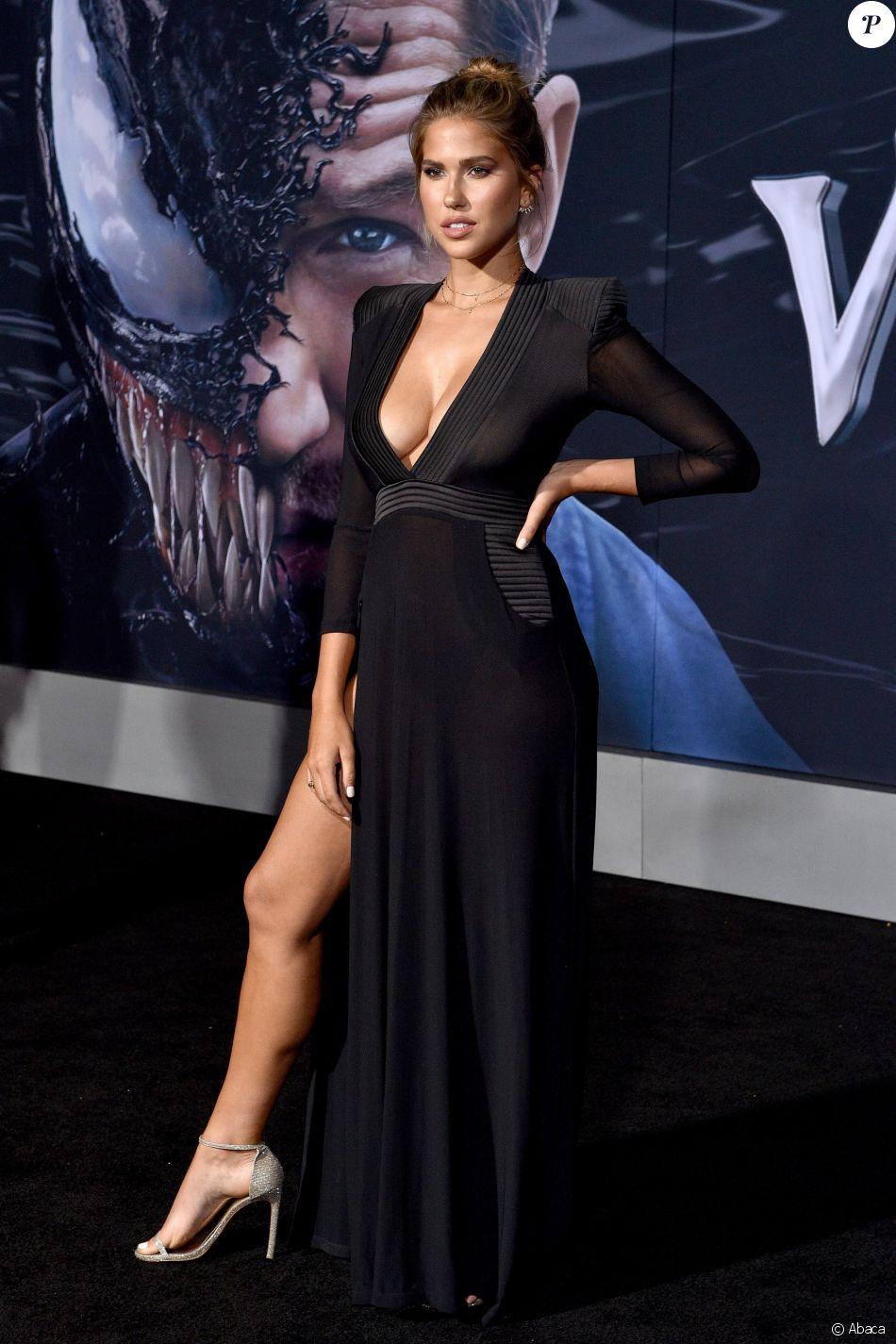 Kara Del Toroà la première de Venom au théâtre Regency Village à Westwood, le 1er octobre 2018